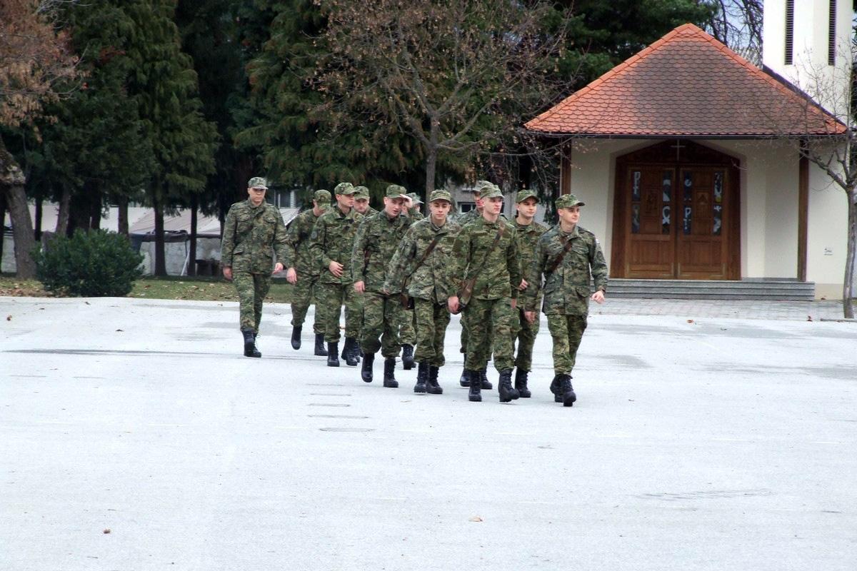 Na dragovoljnom vojnom osposobljavanju 375 ročnika, od kojih 73 ročnica te pet ročnika vojnih specijalista, od kojih su dvije ročnice