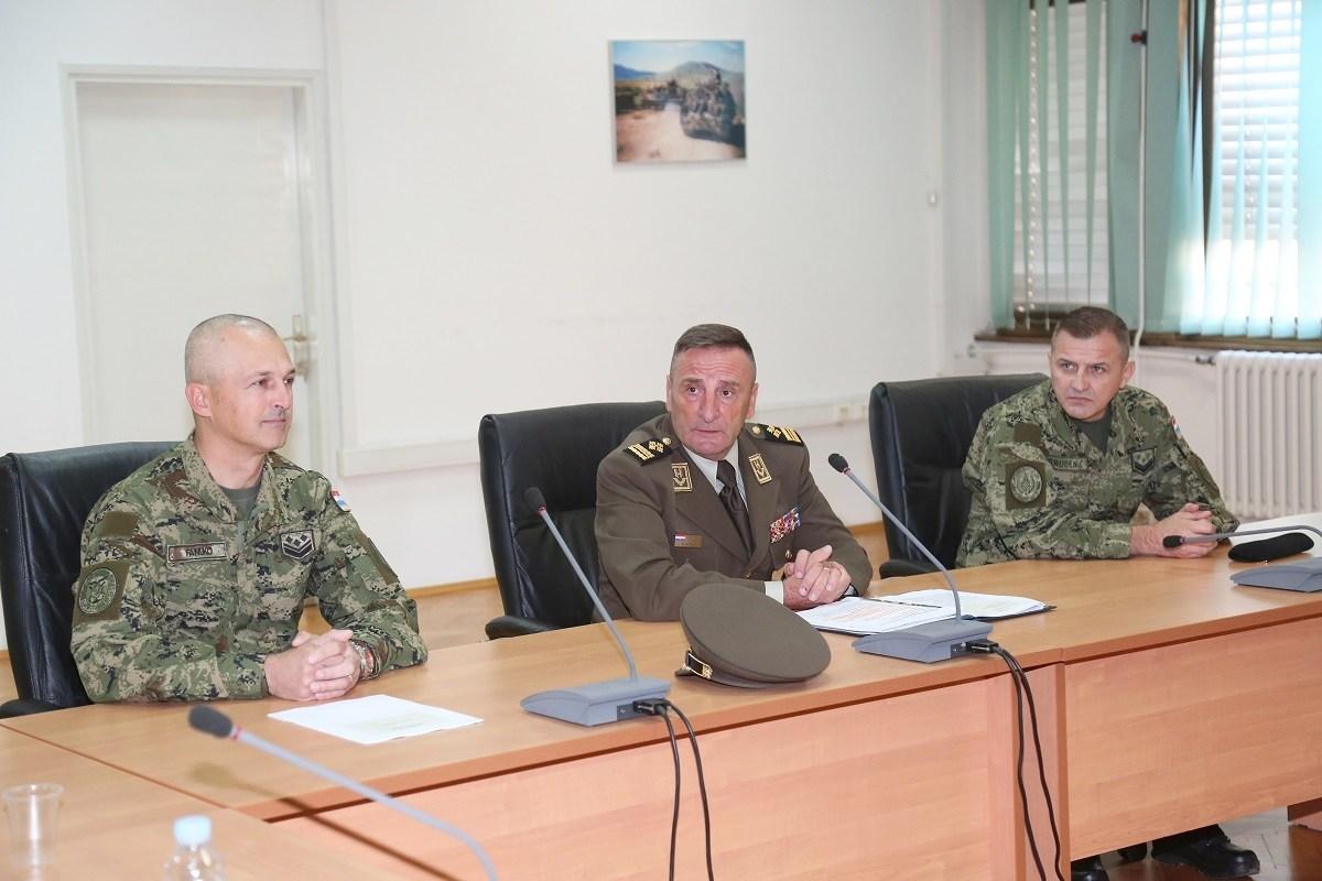 General Šundov na HVU održao predavanje polaznicima CSEL tečaja