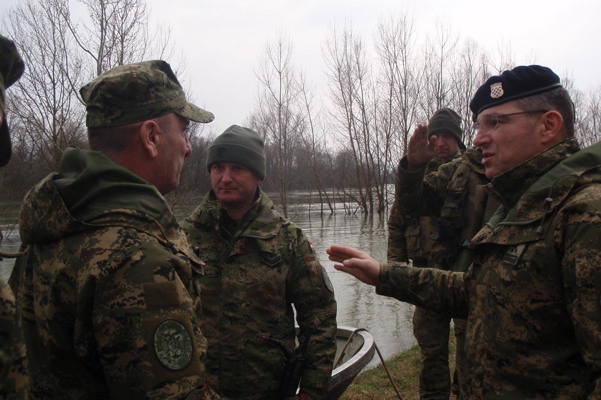 General Šundov posjetio vojnike na jasenovačkom području