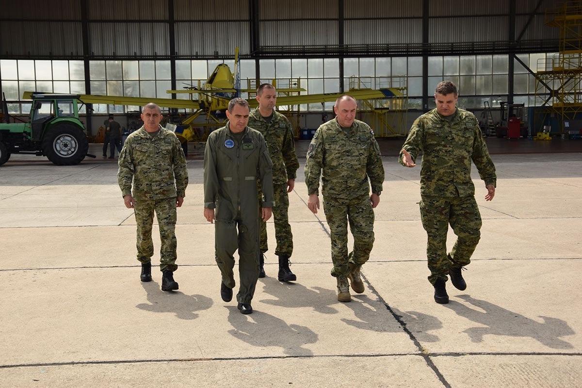 General Tuškan obišao Protupožarnu eksadrilu u Zemuniku