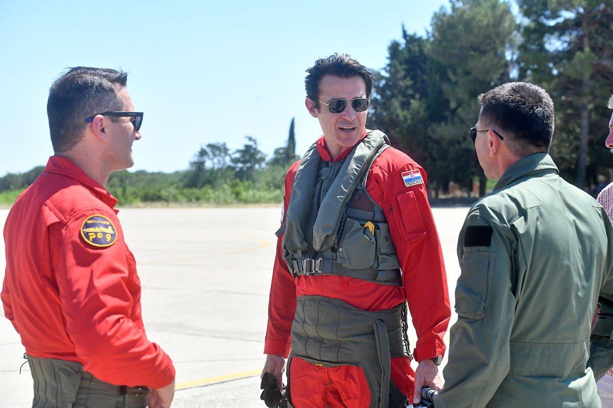 Pozivam mlade ljude koji žele letjeti da prihvate izazov i postanu vojni piloti ili pilotkinje, letjet ćete s najboljima, poručuje Višnjić