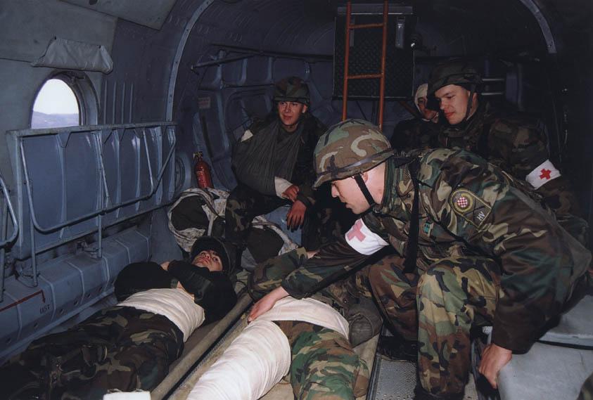 ranjenici u helikopteru_1