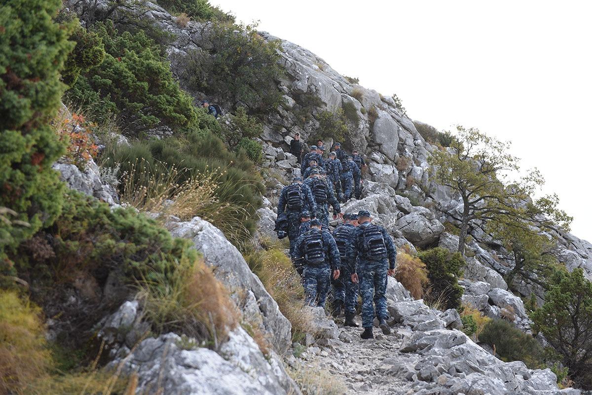 Hrvatska ratna mornarica na hodnji na najviši vrh Mosora