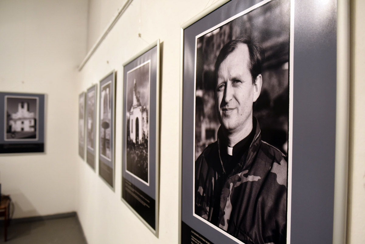 """Izložba """"Mladen Genc – ratni fotozapisi s bojišnica diljem Hrvatske"""""""