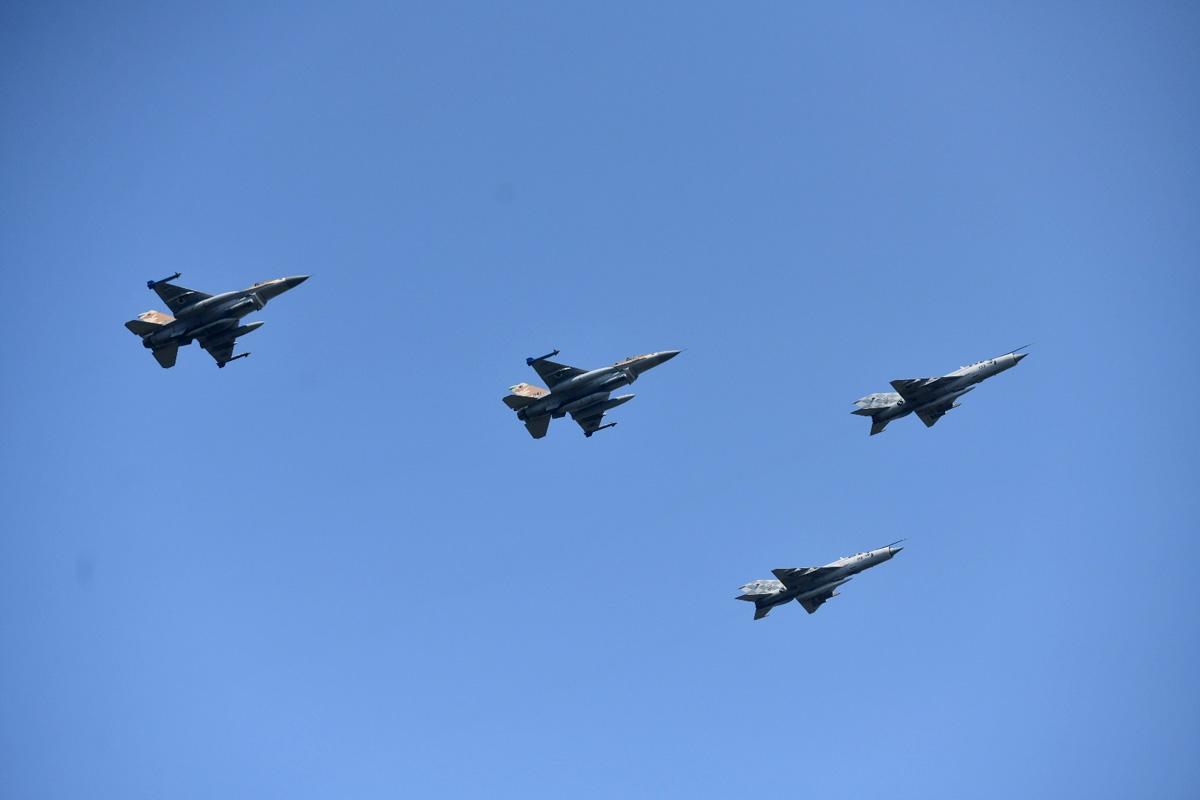 Izraelski F-16 iznad Knina za obljetnicu Oluje
