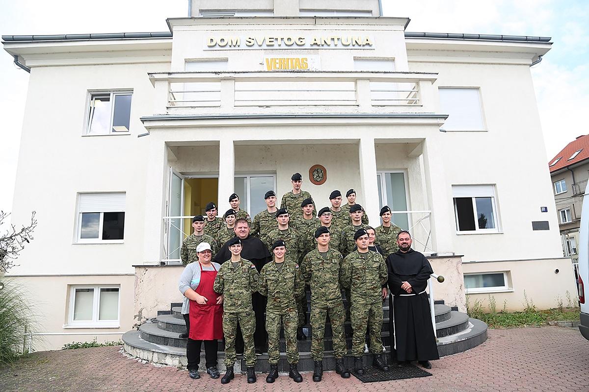 Kadeti Hrvatske vojske humanitarnim akcijama pomažu potrebitima
