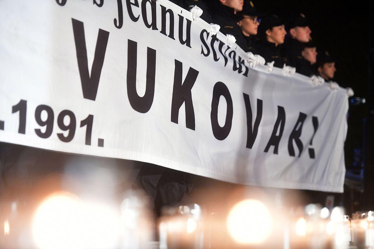 Kadeti i Simfonijski puhački orkestar HV-a odali počast žrtvama Vukovara i Škabrnje   Foto: MORH / T. Brandt