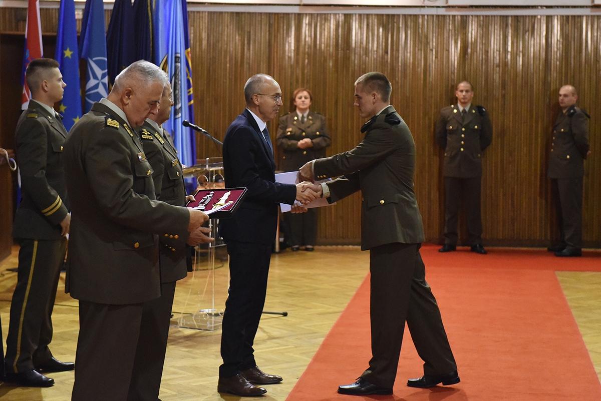 Kadetima Hrvatskog vojnog učilišta dodijeljeni prvi časnički činovi i bodeži