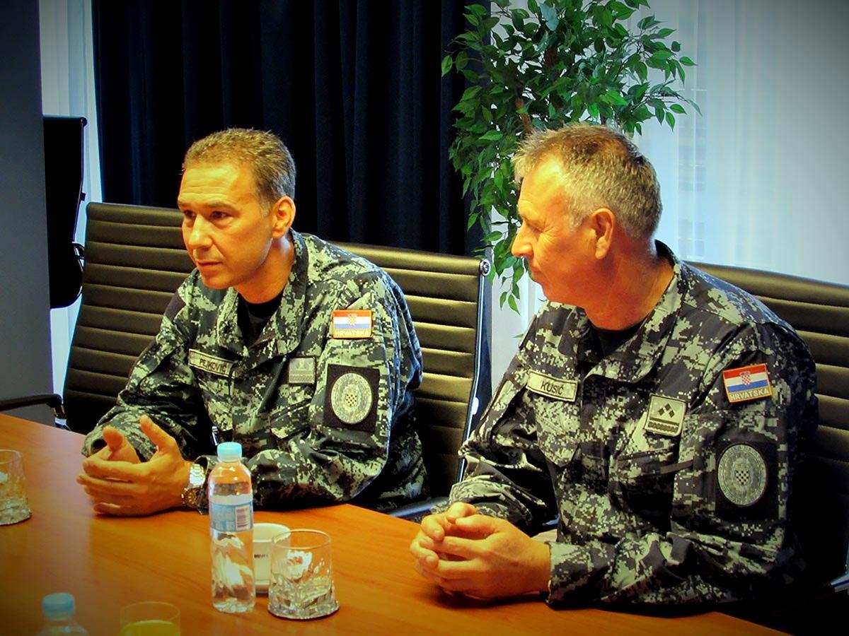 U operaciju potpore miru EU NAVFOR MED SOPHIA provodi Europska unija, a pripadnici HRM-a u njoj sudjeluju od rujna 2017. godine