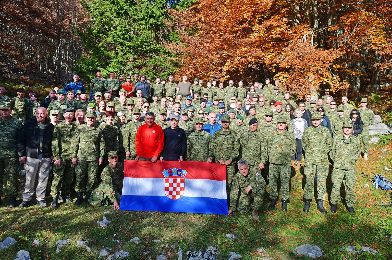 Ključno osoblje MORH-a i Hrvatske vojske u 15 km dugoj hodnji na Velebitu