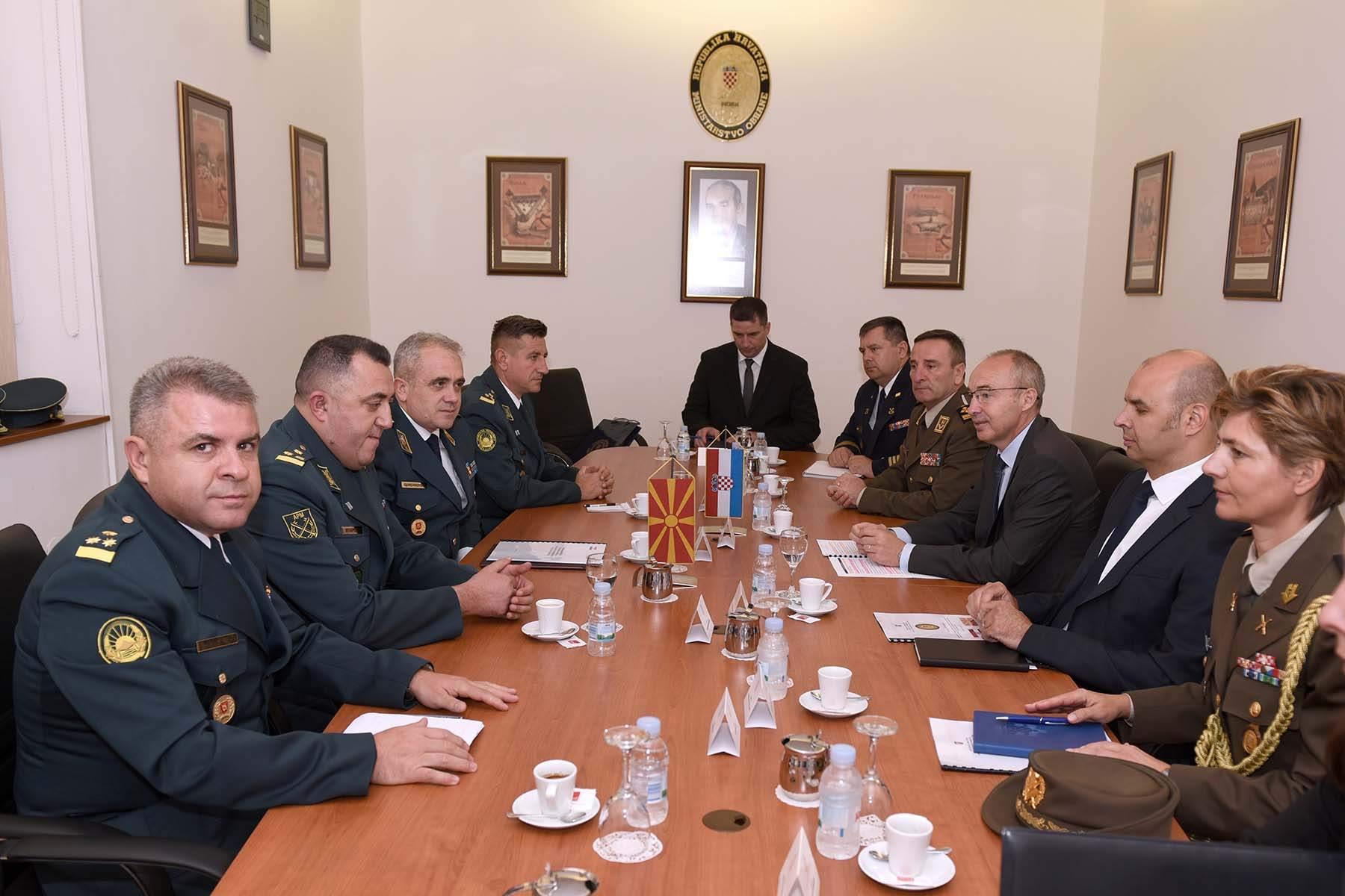 Krstičević i Šundov s generalom Đurčinovskim