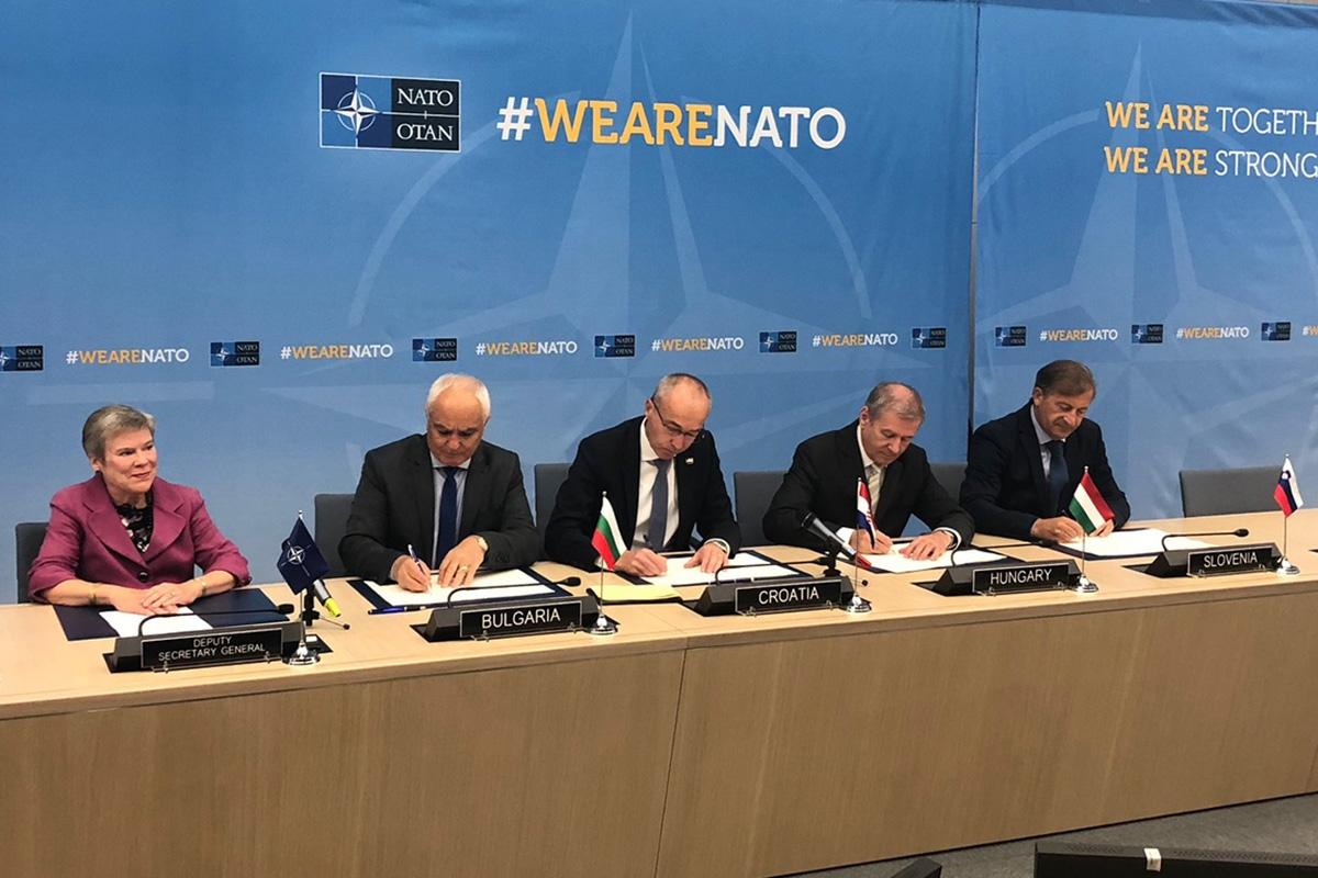 Potpisivanje sporazuma o suradnji između Hrvatske, Bugarske, Slovenije i Mađarske u sklopu NATO inicijative vezane za program obuke timova za specijalne zračne operacije (Multinational Special Aviation Program- MSAP).