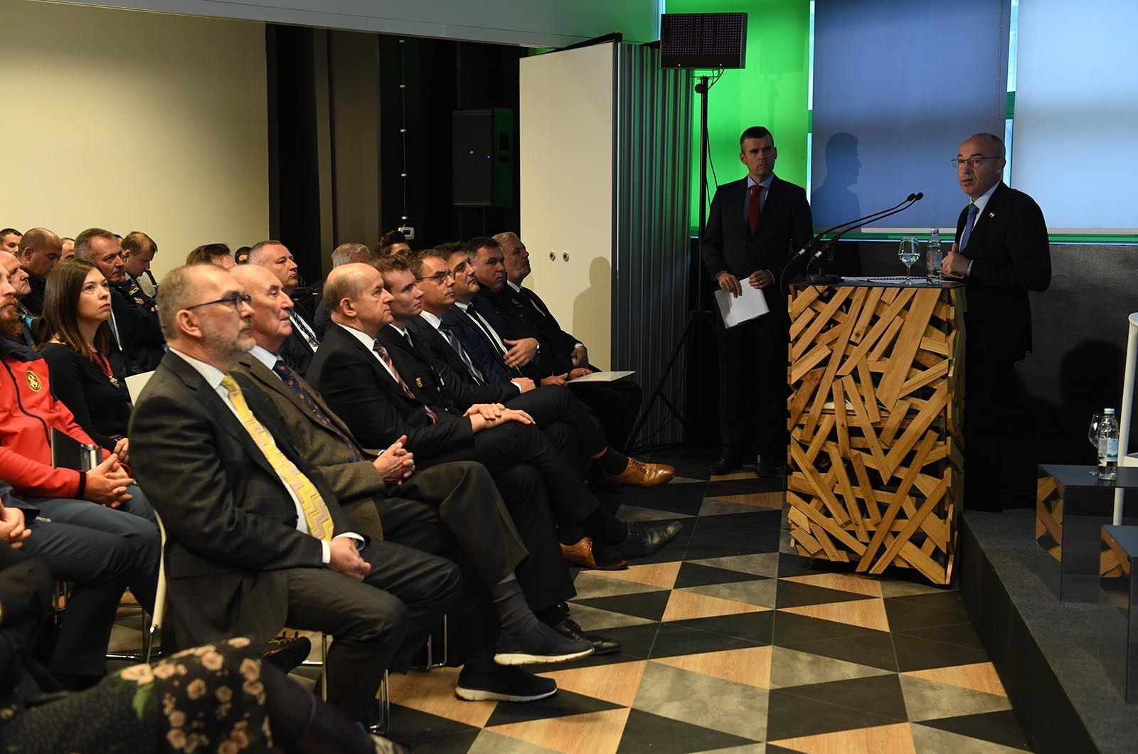 Ministar Krstičević na konferenciji o požarima