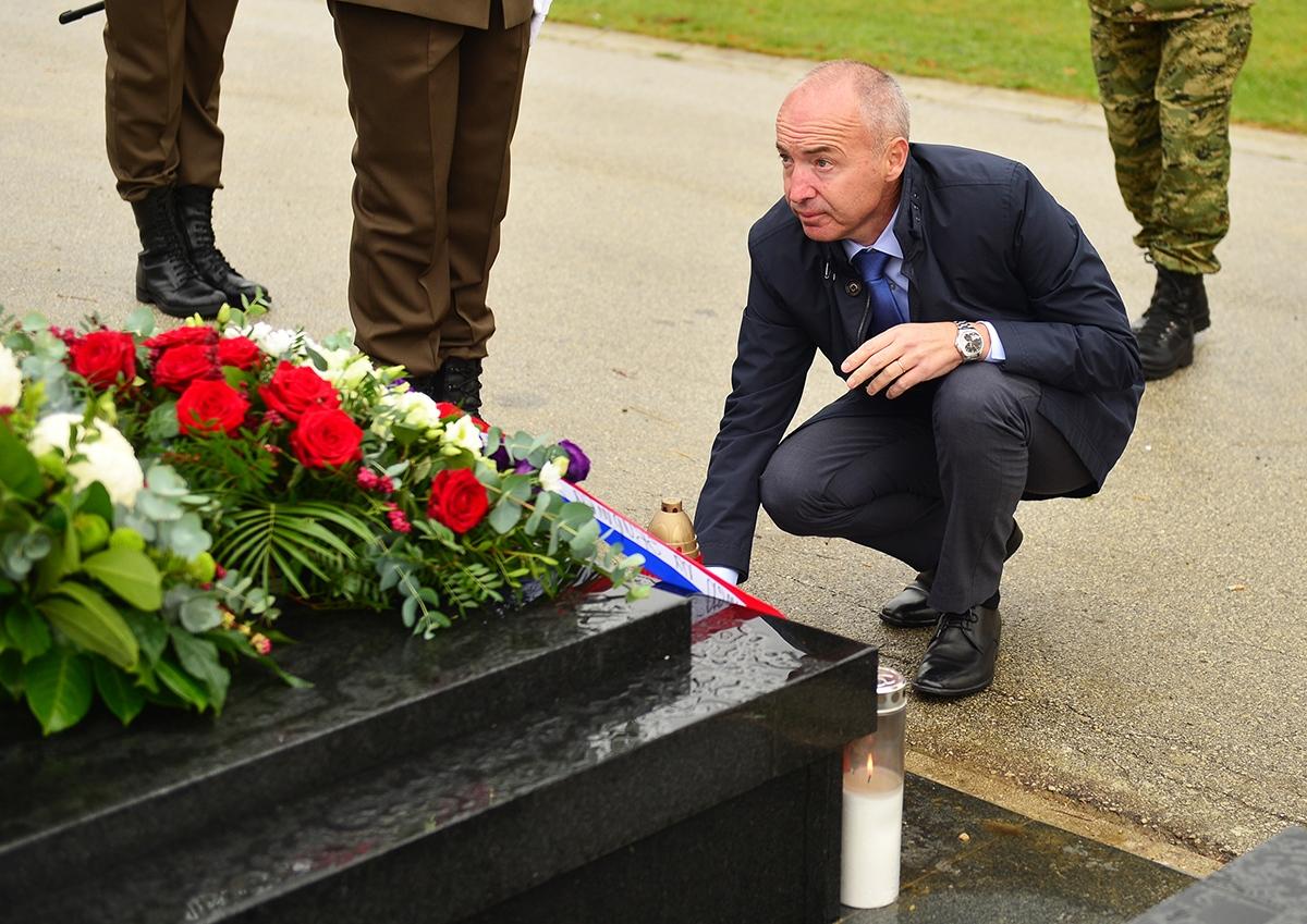 Ministar Krstičević odao počast Josipu Briškom