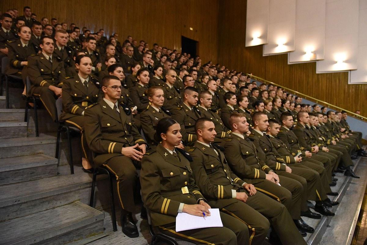 Ministar Krstičević održao predavanje kadetima Hrvatskog vojnog učilišta