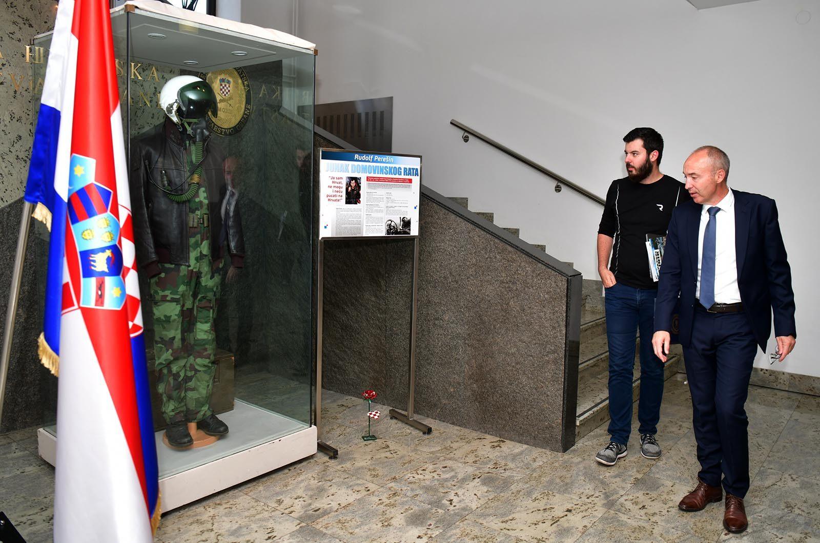 Ministar Krstičević s Matom Rimcem u MORH-u