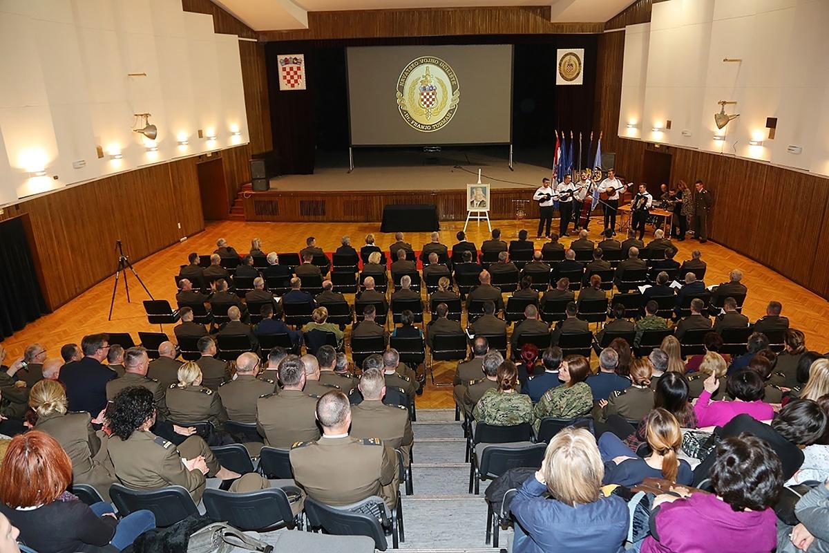 """Na HVU """"Dr. Franjo Tuđman"""" uručena odlikovanja, promaknuća i nagrade"""