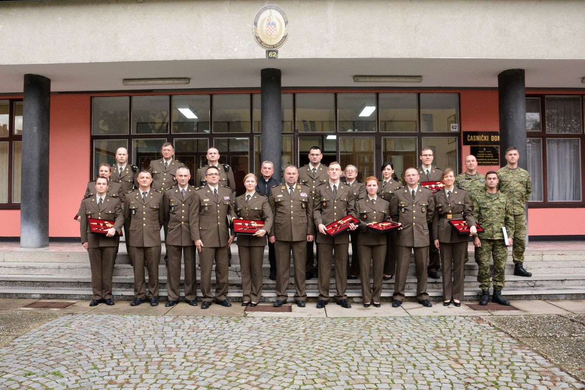 Na HVU promovirani časnici zdravstvene službe i vojni specijalisti