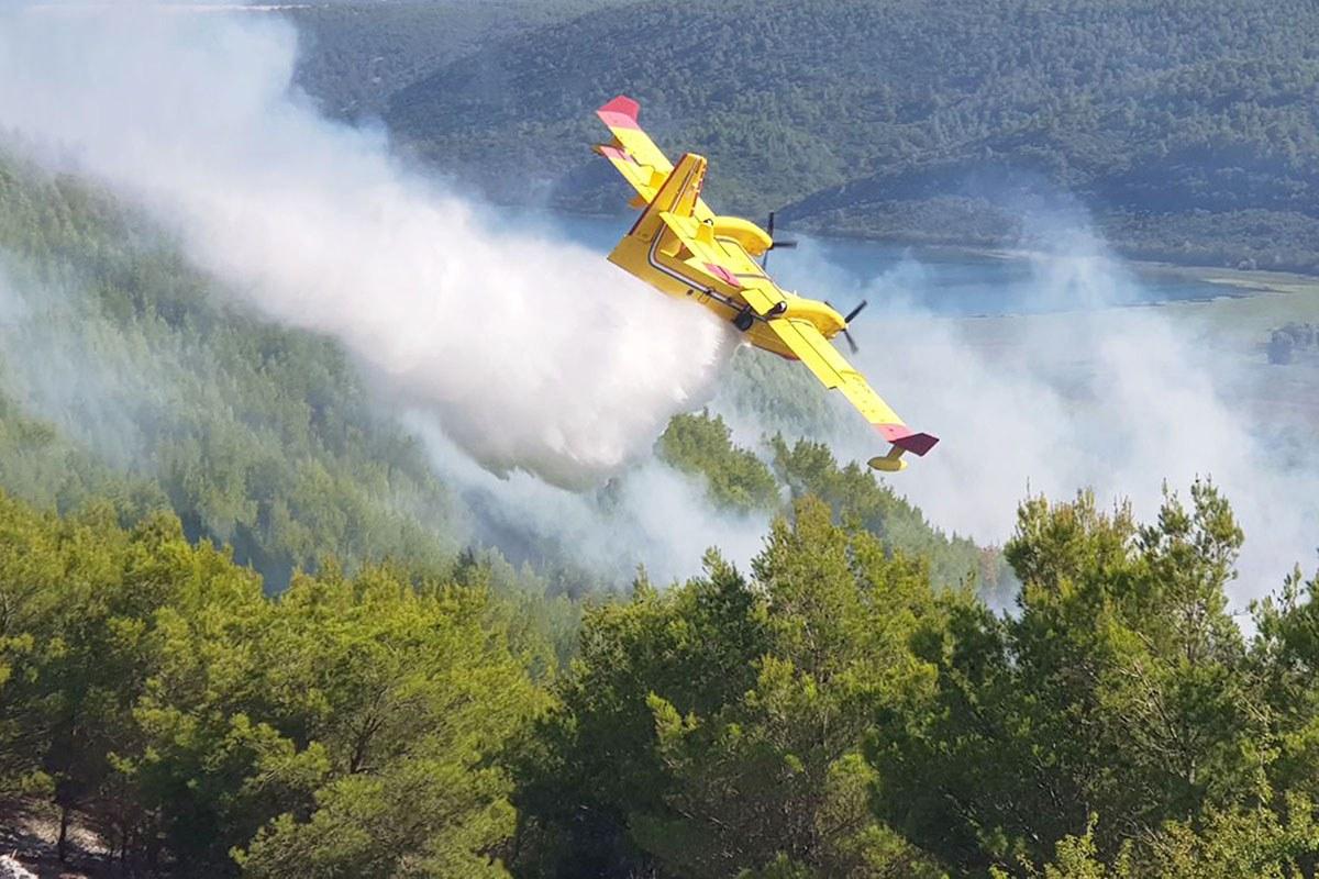 Na požarište kod Skradina upućene dodatne zračne snage