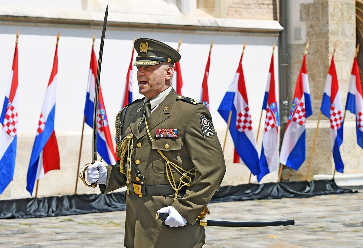 Povodom obilježavanja 28. obljetnice Hrvatske vojske na Trgu sv. Marka održana je Velika smjena straže, a na zagrebačkim ulicama prigodan program