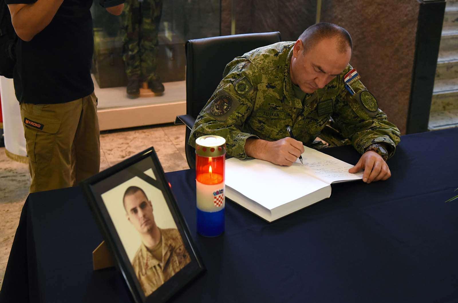 Otvorena Knjiga žalosti za preminulog pripadnika Hrvatske vojske