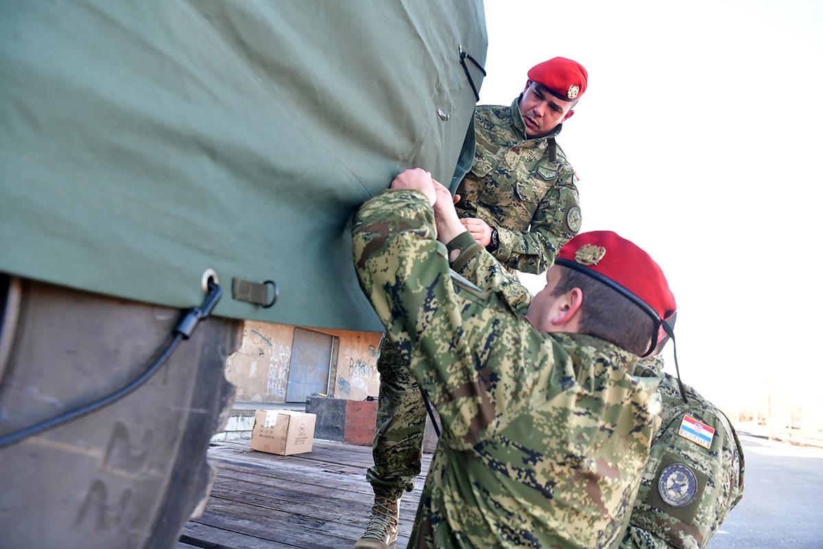 Počeo ukrcaj sredstava i tehnike Hrvatske vojske u Kninu za Litvu
