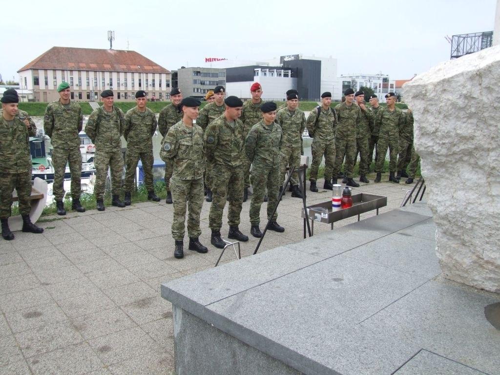 Polaznici Izobrazbe za razvoj vođa posjetili Vukovar