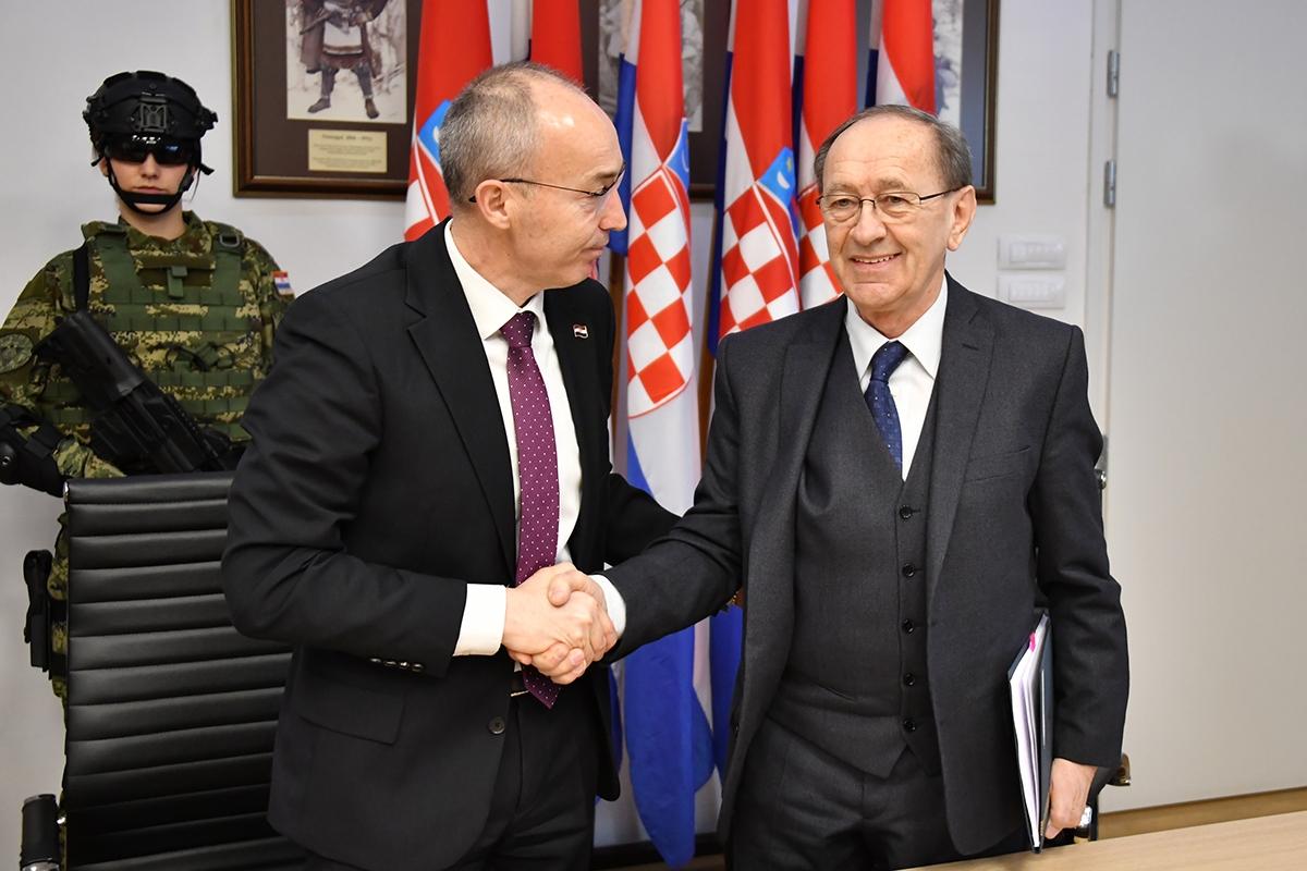 Potpisani ugovori o nabavi vojne opreme s 38 hrvatskih tvrtki
