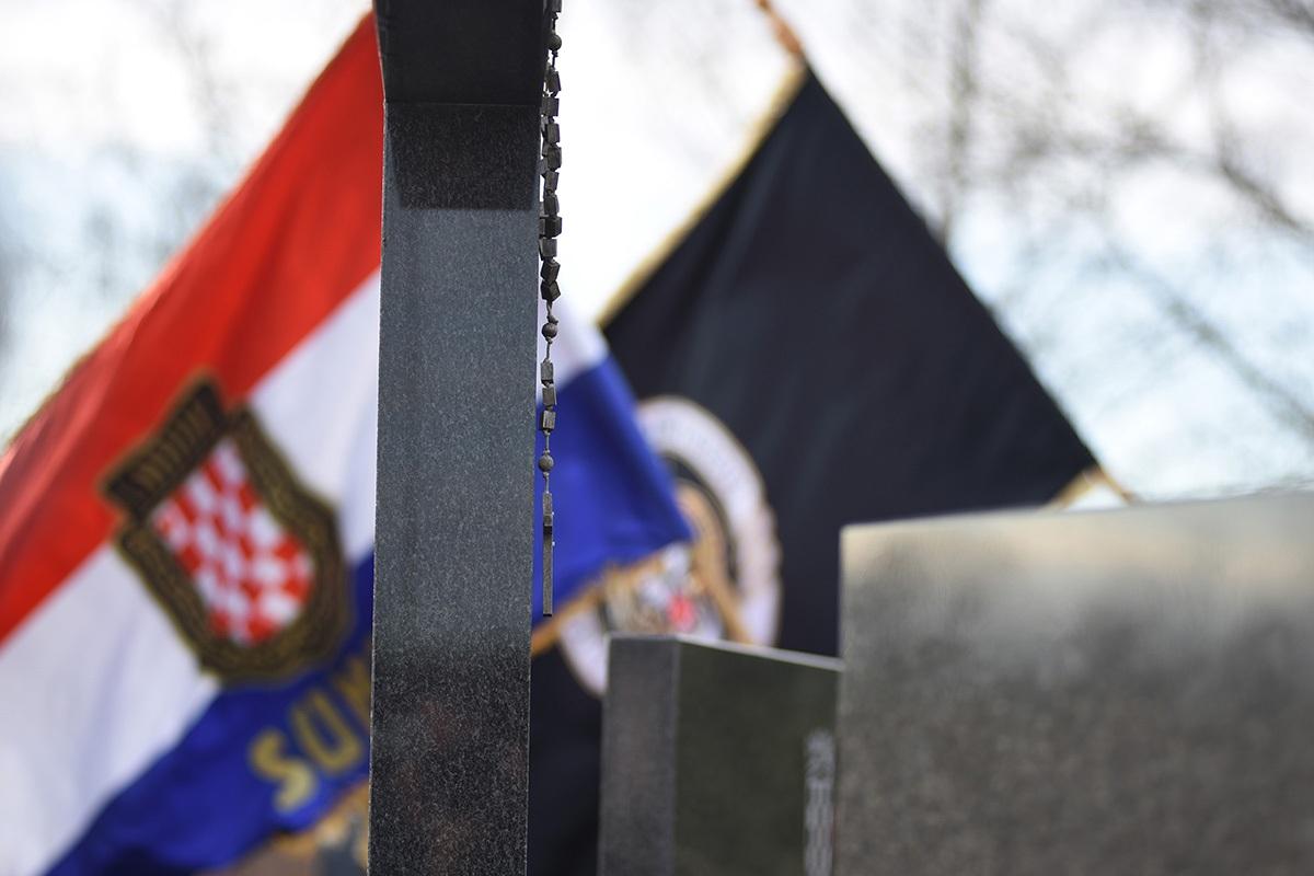 Pripadnici HV-a hodnjom odali počast žrtvama stradanja u Domovinskom ratu