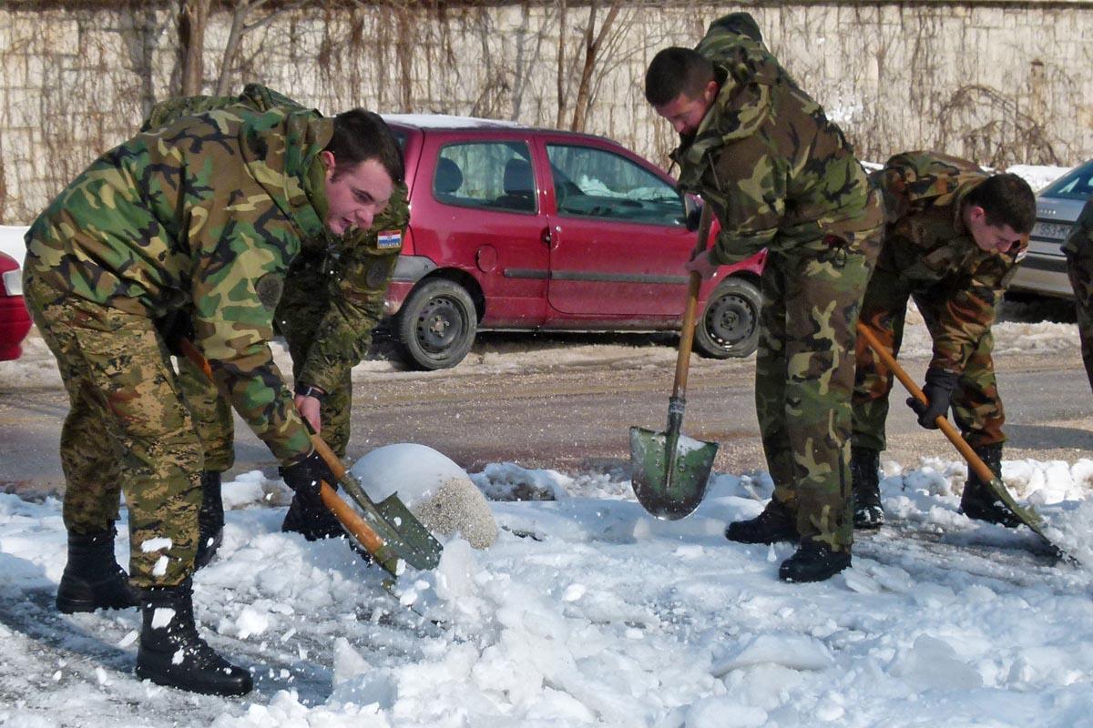 fah009_dop19_vojska_snijeg_bolnica