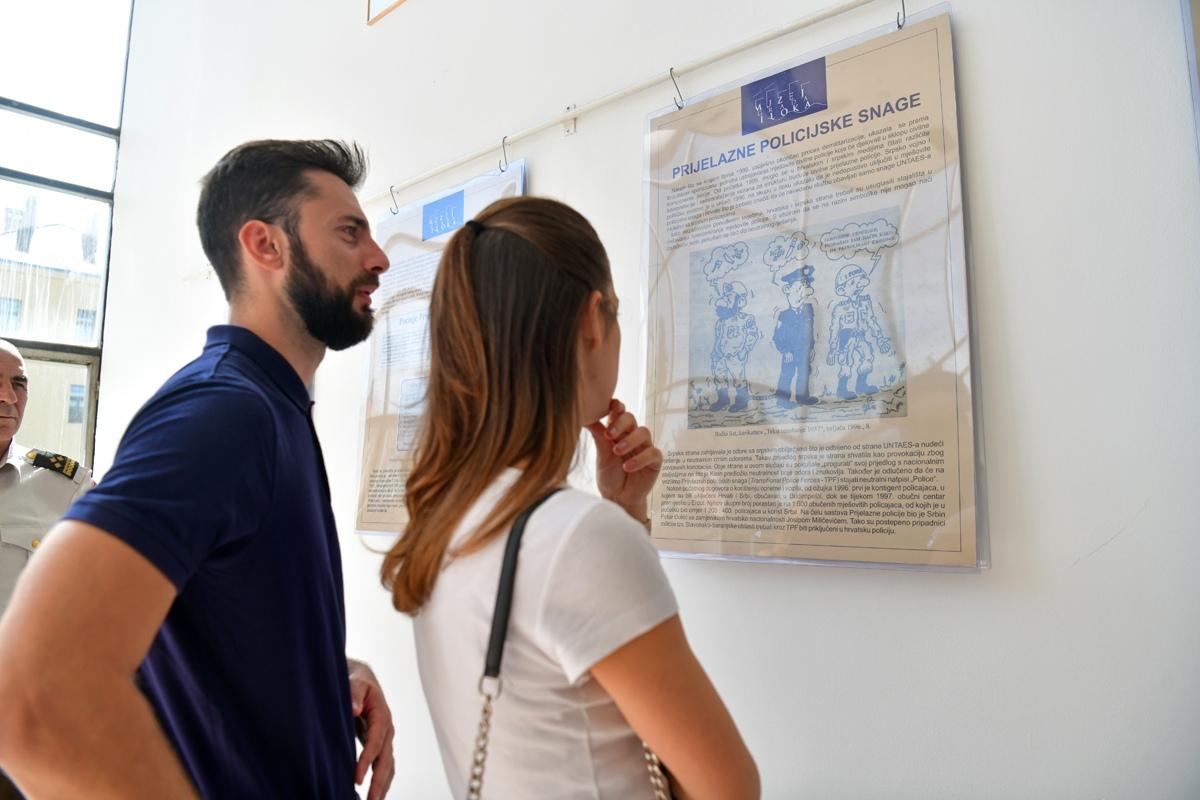 """Izložba """"Proces mirne reintegracije Hrvatskog Podunavlja"""" na HVU"""