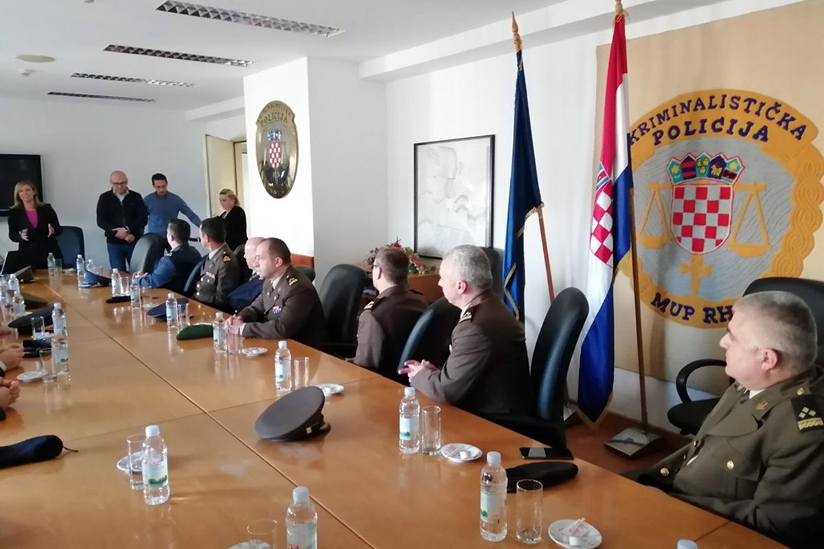 """Ratna škola """"Ban Josip Jelačić"""" posjetila Ravnateljstvo policije"""