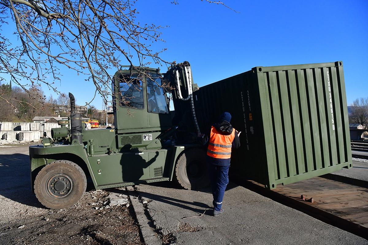 Sredstva i tehnika Hrvatske vojske upućena iz Knina za Litvu