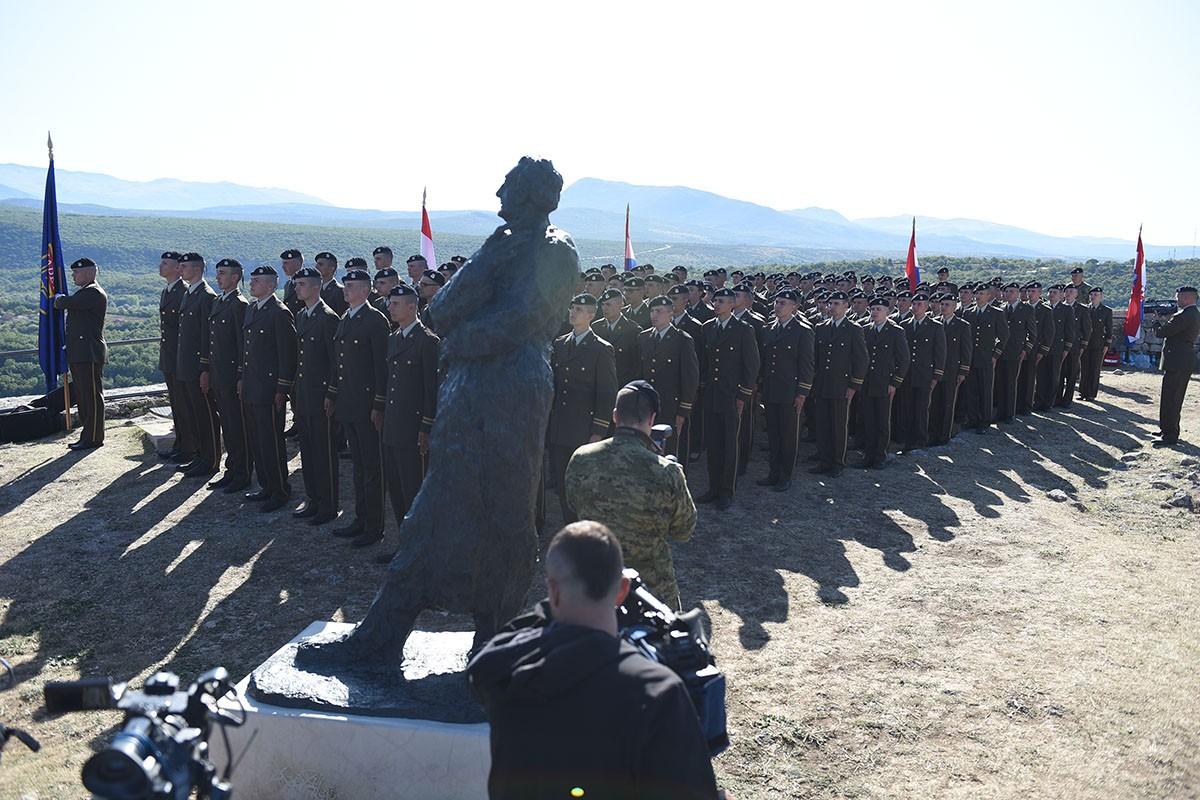 Svečana dodjela beretki kadetima na Kninskoj tvrđavi