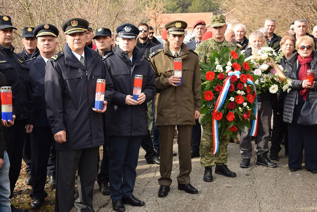 U Sinju odana počast poginulim pilotima i padobrancima Samostalnog zrakoplovnog voda 4. brigade ZNG-a