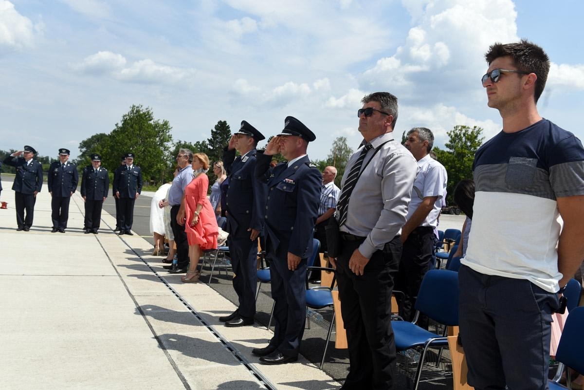 Vojnim pilotima 22. naraštaja uručen letački znak