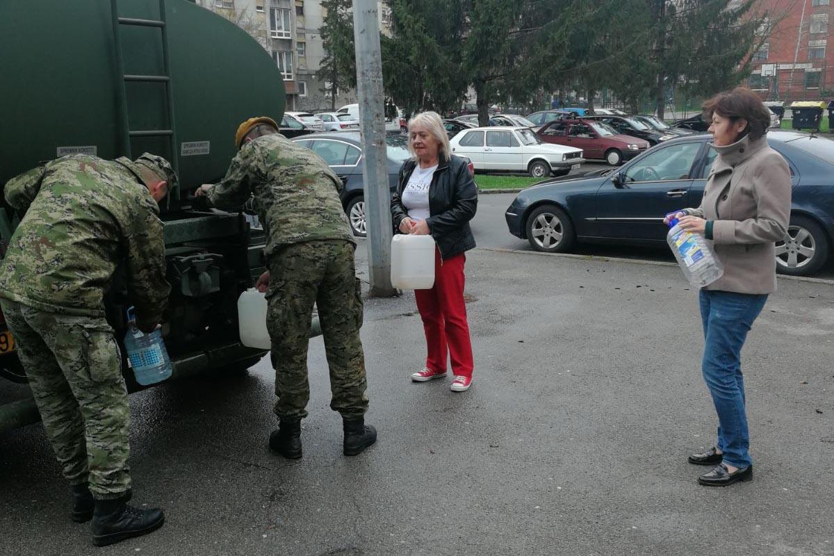 Vojska i na Uskrs pomaže Brođanima u opskrbi pitkom vodom