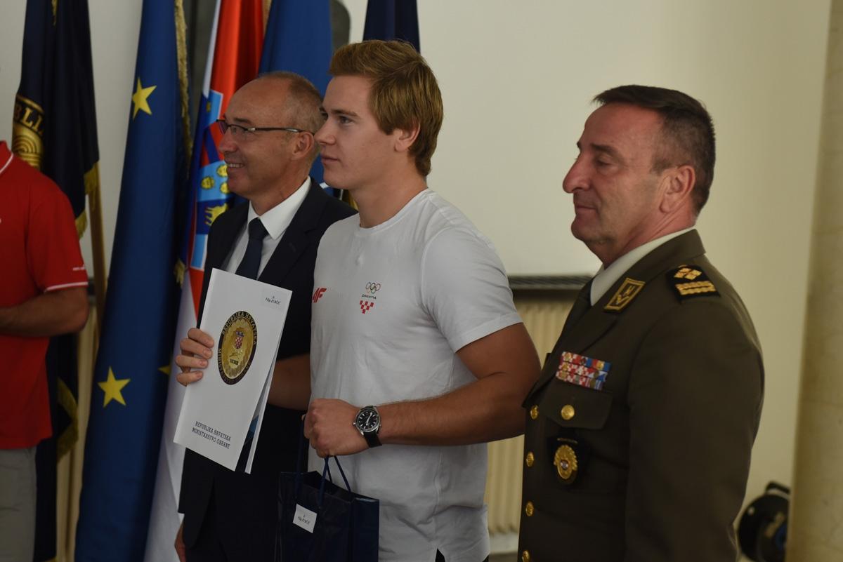 Vrhunski sportaši na čelu s braćom Sinković u MORH-u