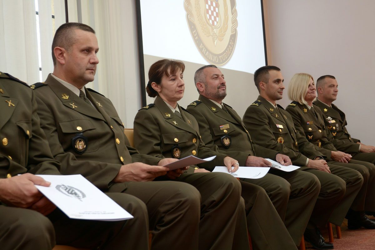 Zapovjednik HVU-a uručio promaknuća u povodu Dana neovisnosti