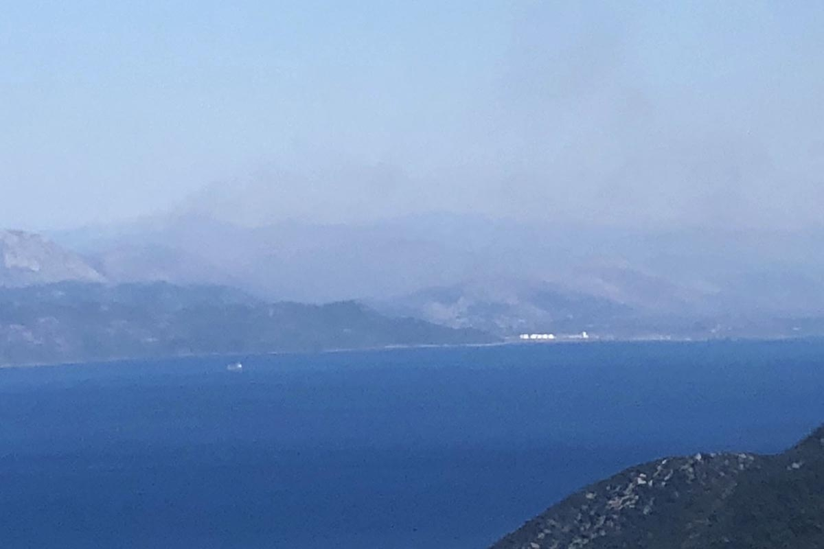 Zračne i kopnene snage i danas gase požare na jugu Hrvatske