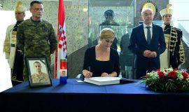 Predsjednica se upisala u Knjigu žalosti za preminulog Josipa Briškog