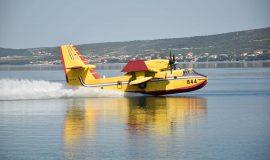 Canadair na novom požarištu u Istri