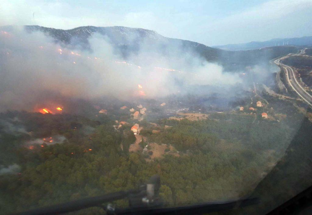Zračne snage do mraka djelovale, kopnene ostaju na požarištu